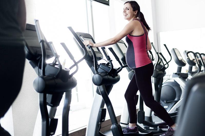 Quins exercicis puc realitzar per a evitar el dolor d'esquena si estic embarassada?